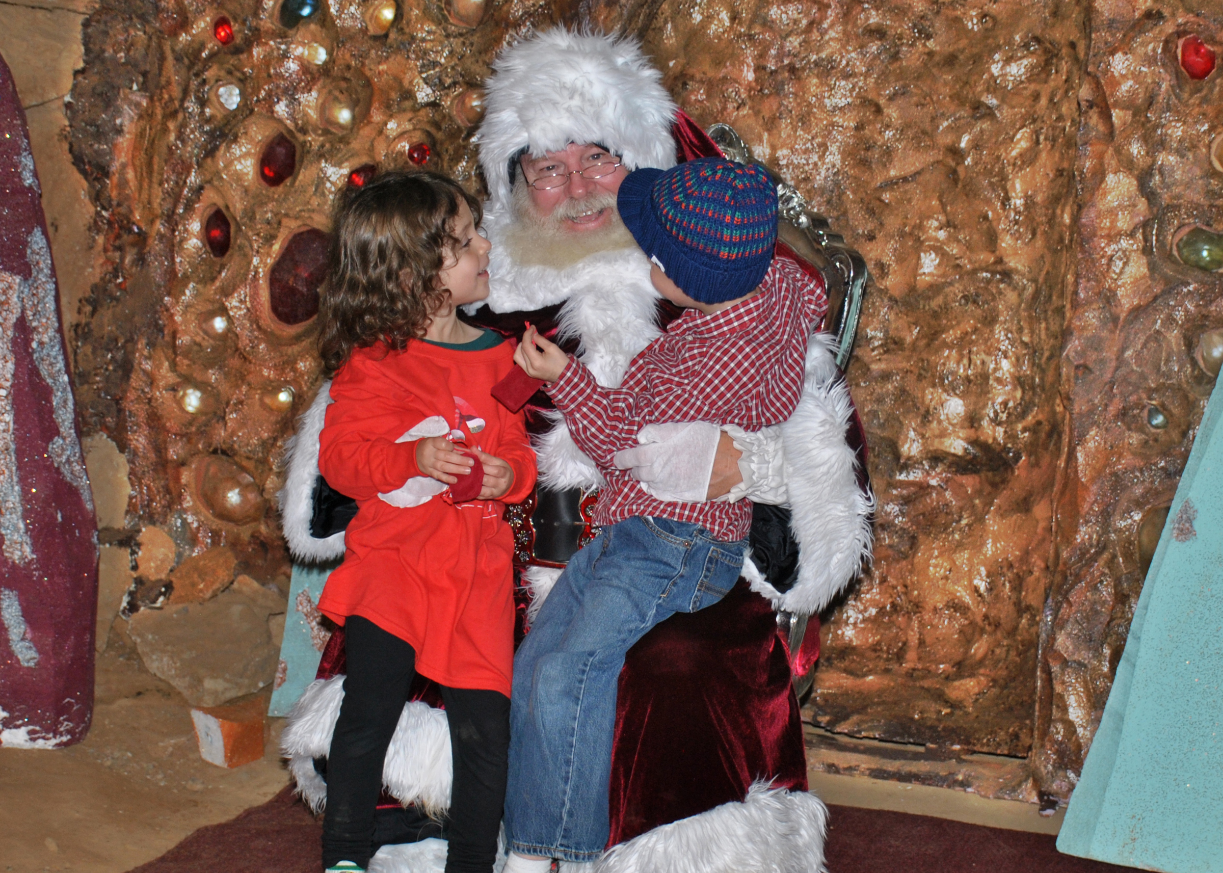 santa-at-ruby-falls-christmas-underground