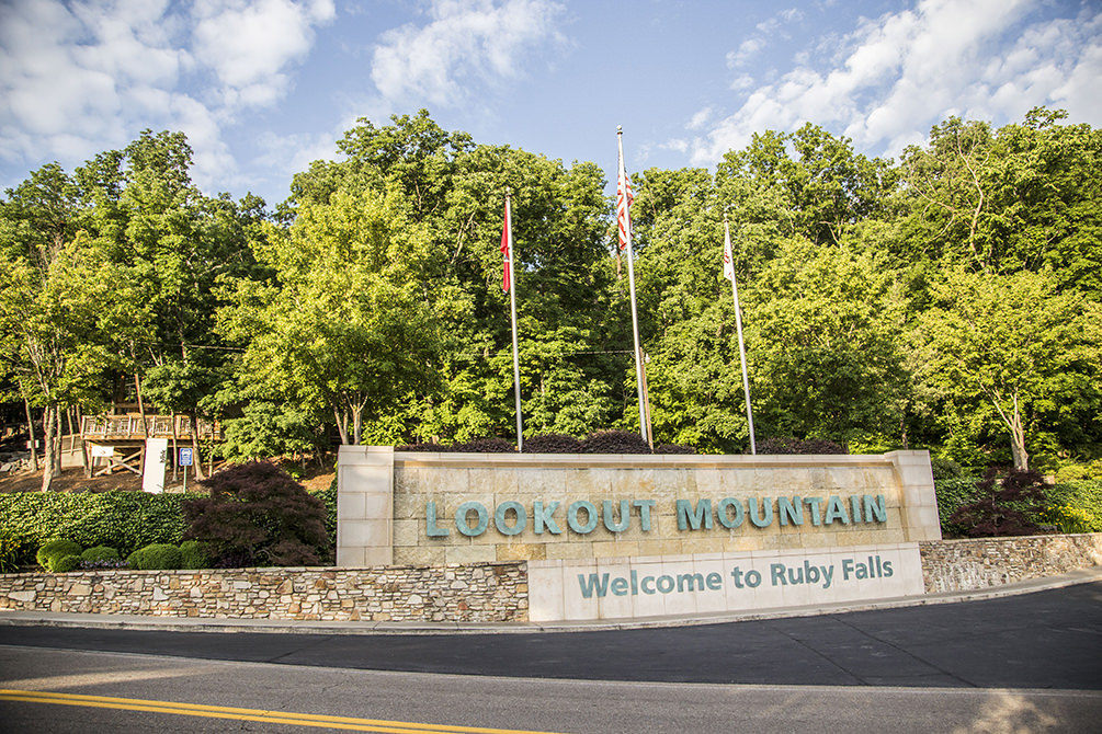 Ruby Falls welcome sign
